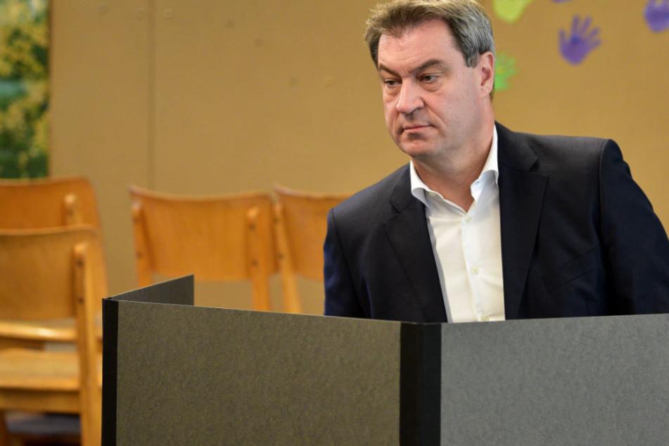 Markus Söder (51, CSU) bei der Stimmabgabe.