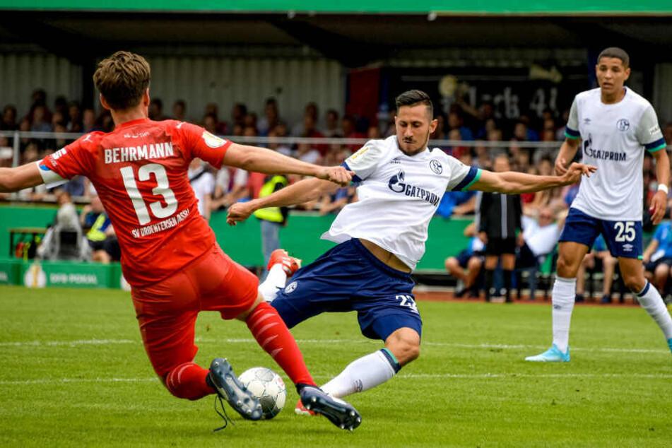 Steven Skrzybski bei einem seiner wenigen Einsätze im DFB-Pokal gegen den SV Drochtersen/Assel.