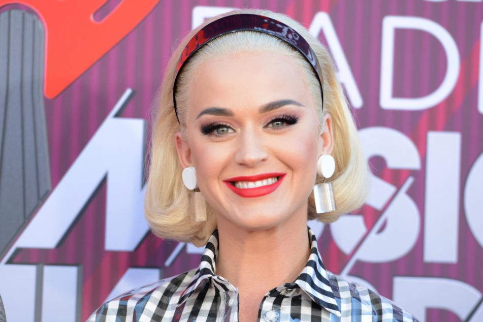 Die Sängerin hat allen Grund zum Strahlen: Katy Perry (35) erwartet ihren ersten Nachwuchs.