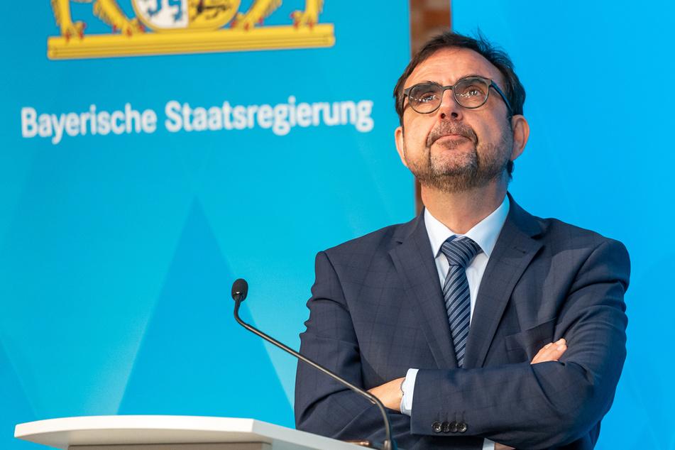 """Bayerns Gesundheitsminister Holetschek gibt zu: """"Der Kampf um den Impfstoff ist zum Kampf um den Impfling geworden."""""""