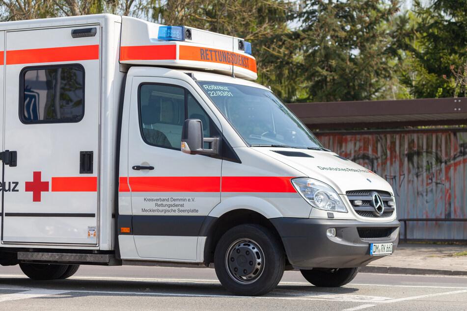 Radfahrer wird nach Unfall versorgt, Dieb bestiehlt ihn während der Behandlung