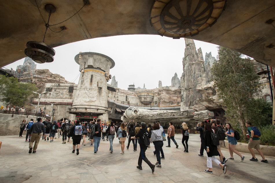Der US-Unterhaltungsriese Walt Disney hat konkrete Pläne für die Wiedereröffnung seiner pandemiebedingt geschlossenen Vergnügungsparks in Kalifornien präsentiert.