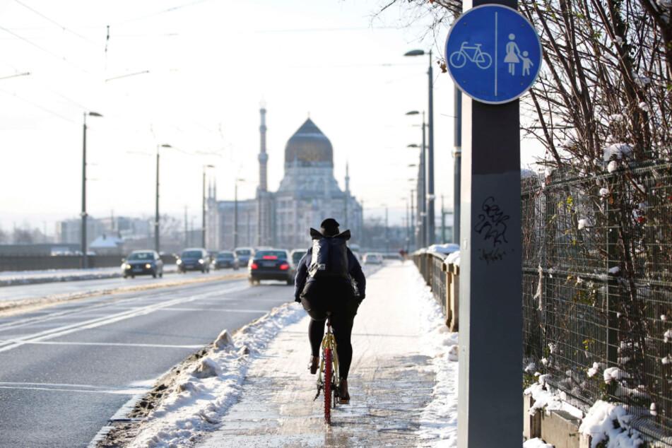Dresden wird zukünftig deutlich mehr Radwege beräumen, unter anderem die Marienbrücke.