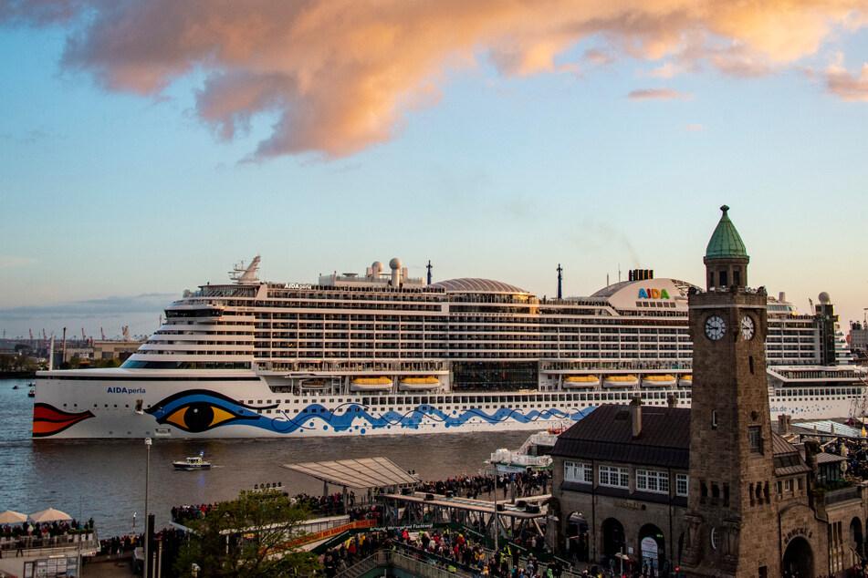 """Beim Hafengeburtstag 2019 war die """"Aidaperla"""" zu Gast in Hamburg. (Archivbild)"""
