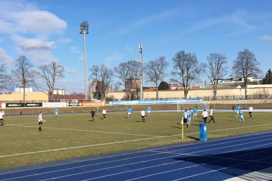 Gegen Viktoria Berlin steuerte Lok Leipzig den Auswärtssieg an - nach vier Spielabsagen in Folge.