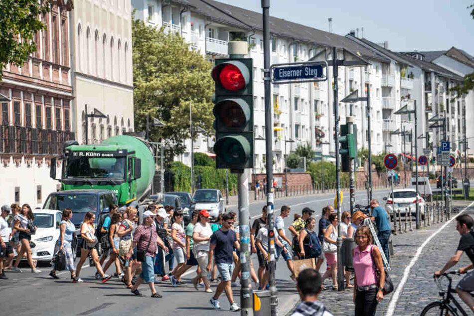 Mediterranes Flair in der Mainmetropole: Frankfurts Mainufer wird autofrei