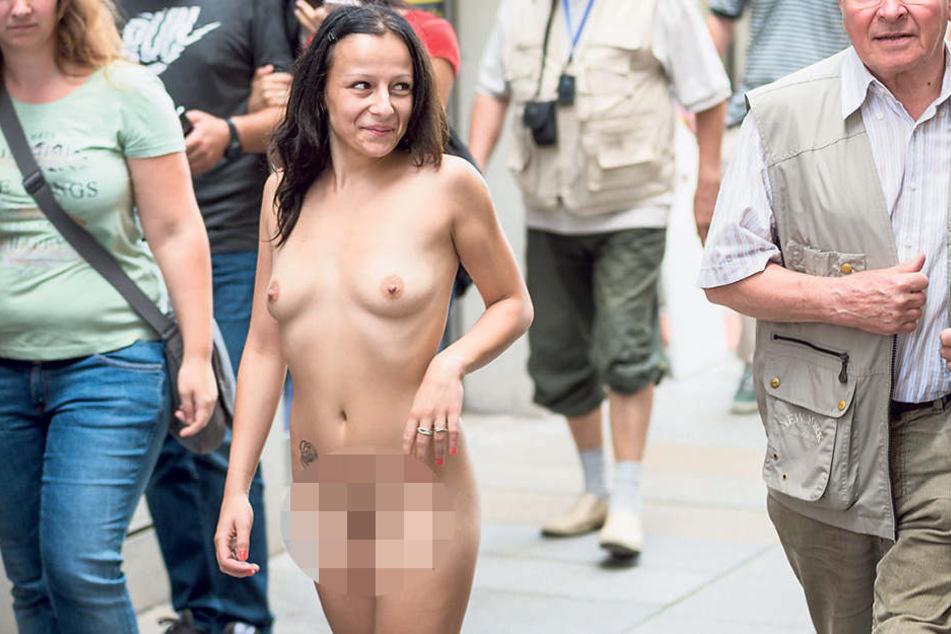 Diese nackte Dame stolzierte über das Dresdner Stadtfest