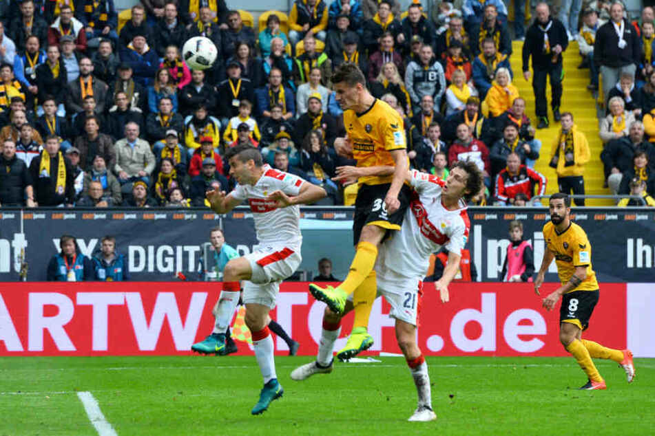 Stefan Kutschke köpft hier zum 1:0 für Dynamo gegen den VfB Stuttgart.