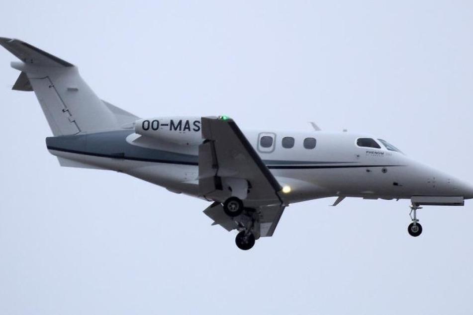 Laut örtlichen Zeitungsberichten wurden drei Menschen aus einem Kleinflugzeug geworfen. (Symbolbild)
