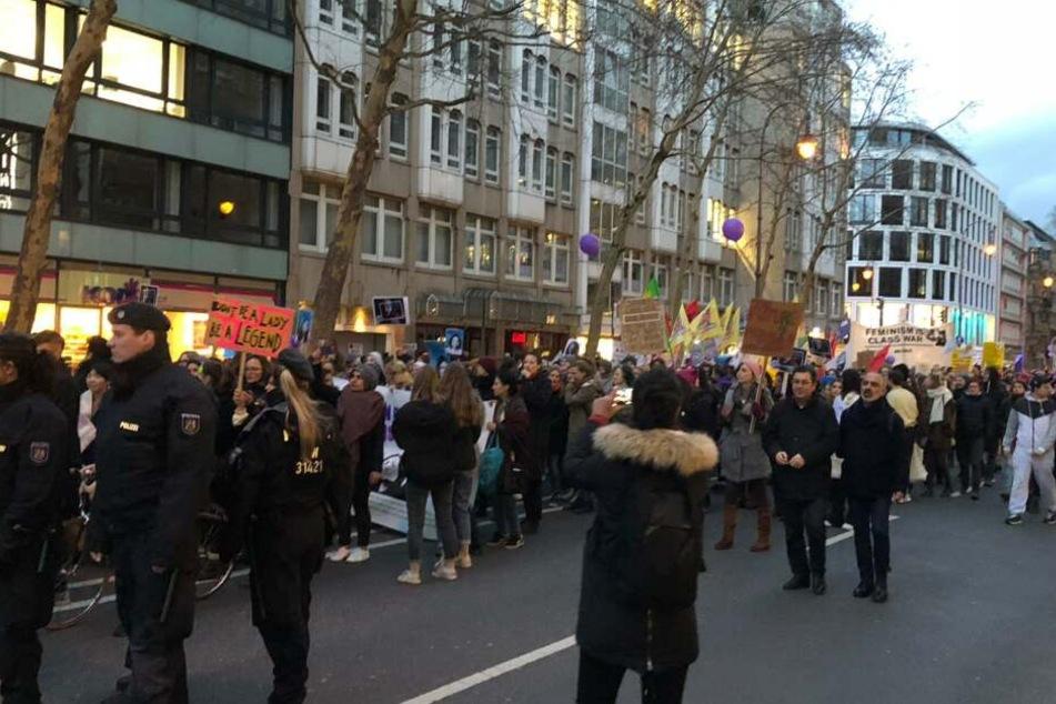 Die Polizei sicherte den Demonstrationszug ab.