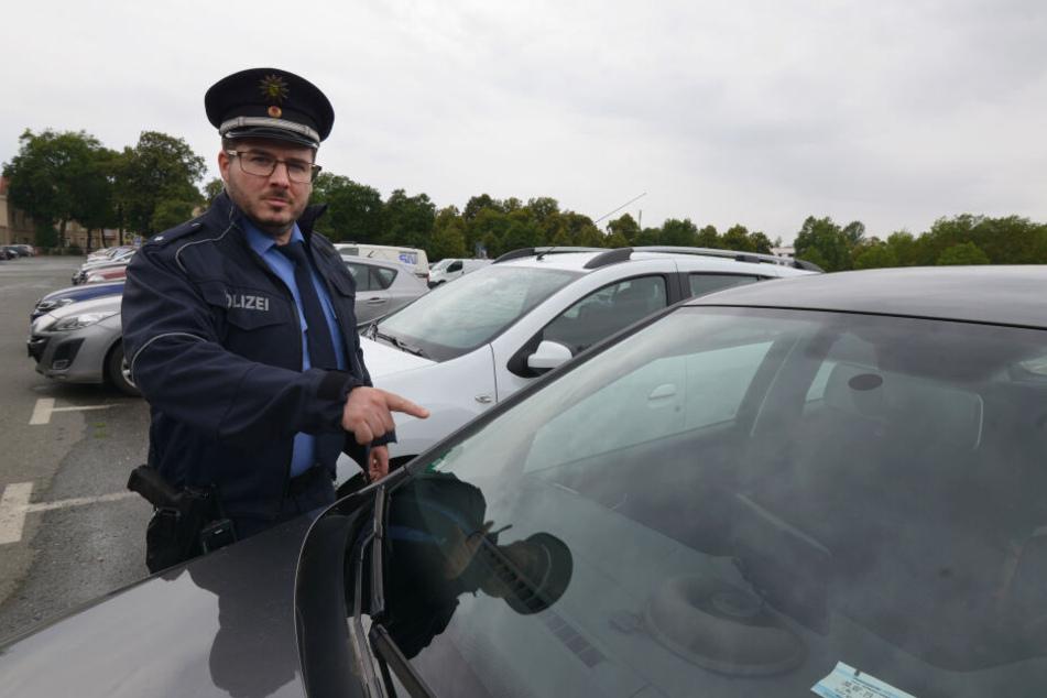 Autoknacker machen Zwickau unsicher: Polizeisprecher Christian Schünemann (35) warnte schon im Sommer vor der Serie.