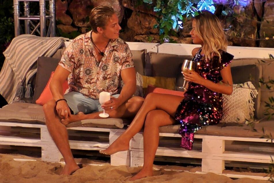 """Henrik (23) lässt auf """"Love Island"""" nichts anbrennen und verbringt die Nacht mit """"Granate Melina."""