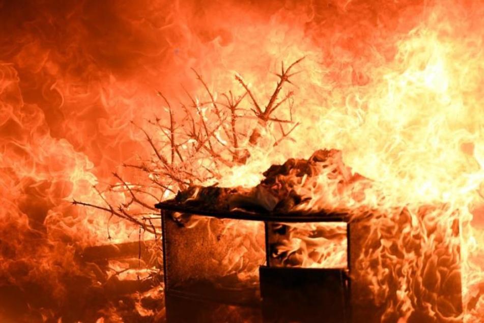 Ein technischer Defekt in einer Futteranlage führte zu dem Brand. (Symbolbild)