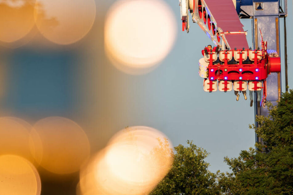 Stuttgart: Hakenkreuz in der Luft! Freizeitpark schließt Karussell