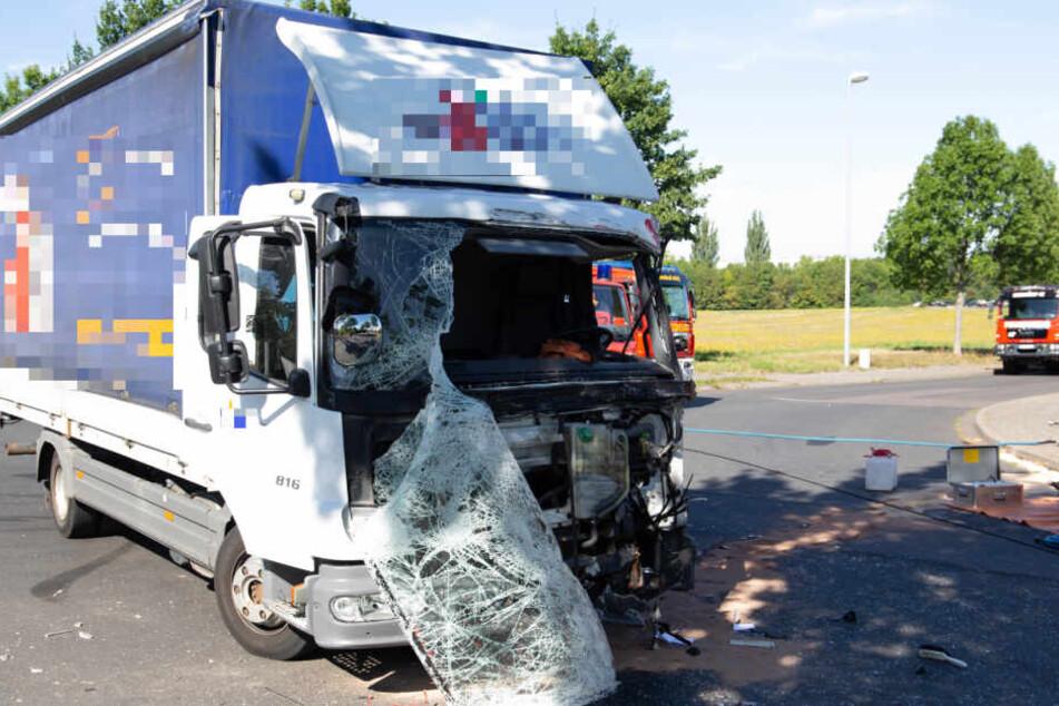 Der Kleintransporter wurde zerstört.