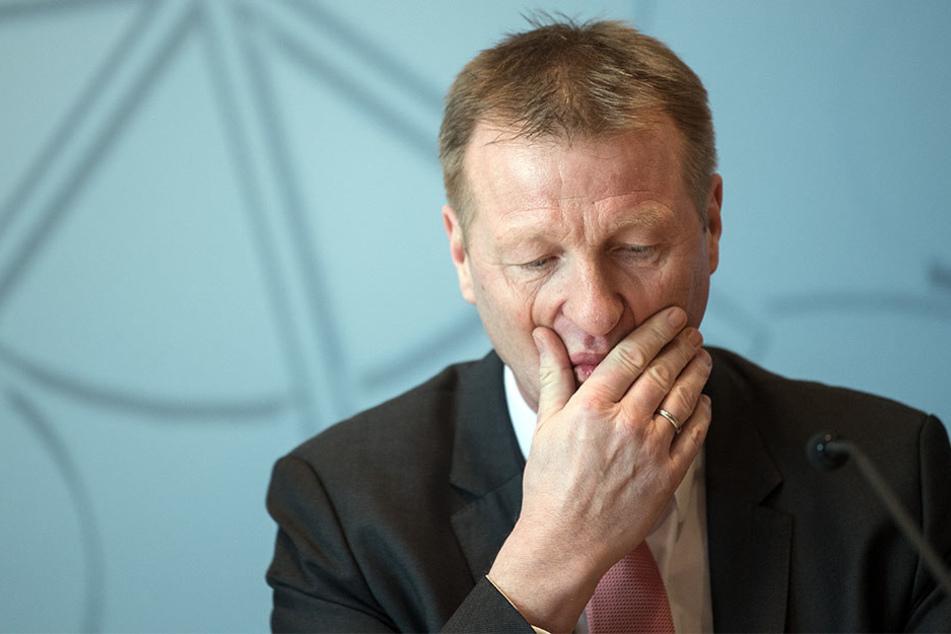 Ralf Jäger (SPD) wird von dem Untersuchungsausschuss befragt.