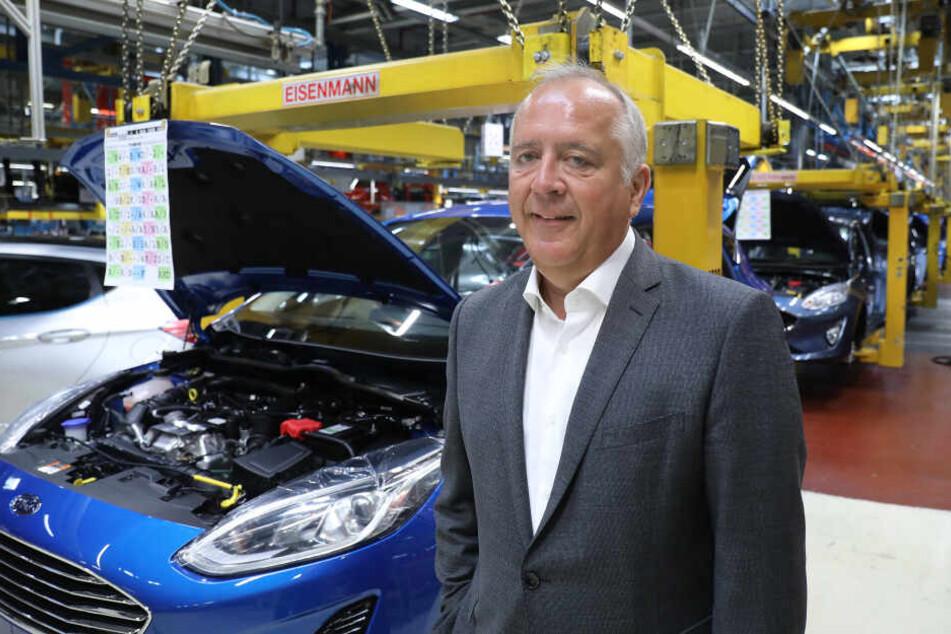 Gunnar Herrmann, Vorsitzender der Geschäftsführung der Ford-Werke, steht im Werk in Köln in der Produktion.