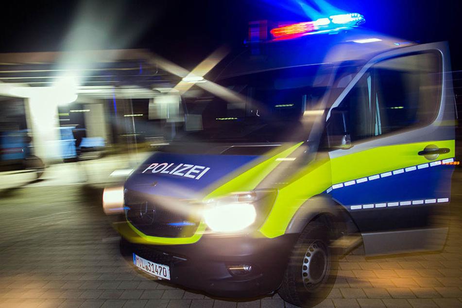 Der Transporterfahrer verließ pflichtwidrig den Unfallort in Eutritzsch. Nun sucht die Polizei nach Zeugen.