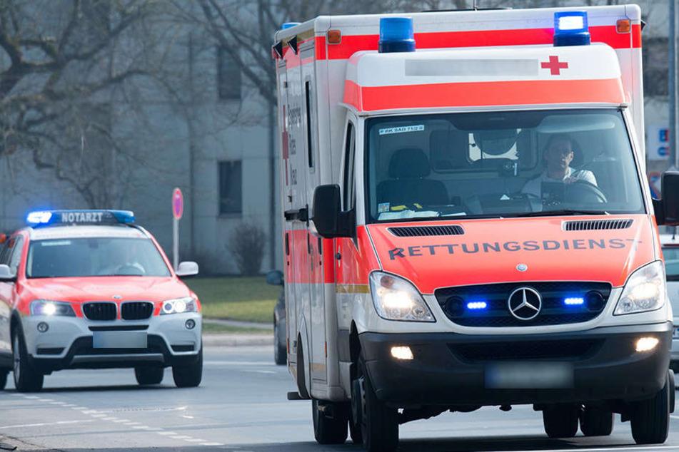 In Kleinosida (Burgenlandkreis) wurden bei einem Frontalzusammenstoß am Montagmorgen vier Senioren schwer verletzt. (Symbolbild)