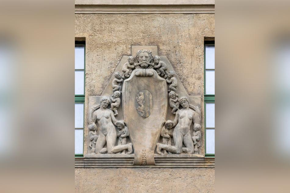 Das Relief an der Vorderseite des Hauses wurde ebenso aufgearbeitet wie der historische Putz.