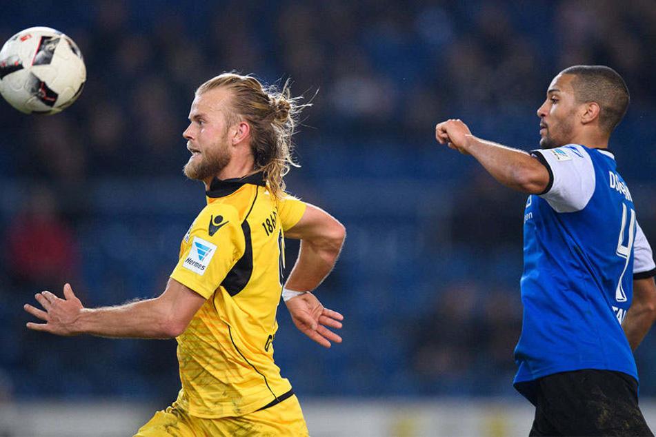Einmal hatte Armine Malcom Cacutalua (22) das Nachsehen gegen  1860-Spieler Christian Gytjkaer (26).