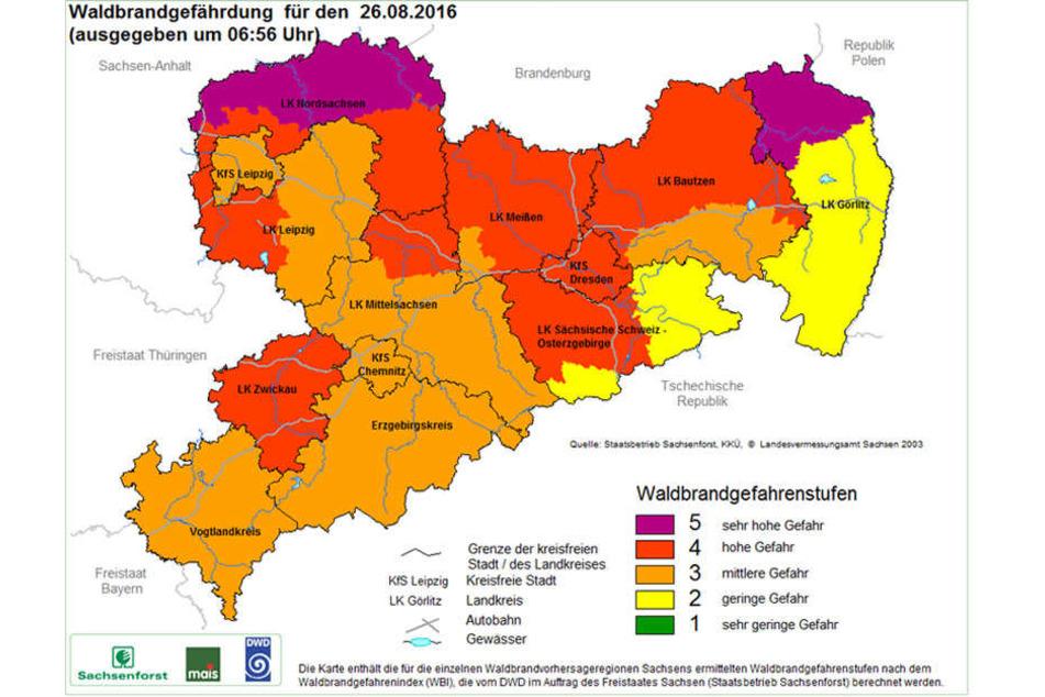 Im Norden von Sachsen sowie an der Grenze zu Polen besteht die höchste Waldbrandstufe.