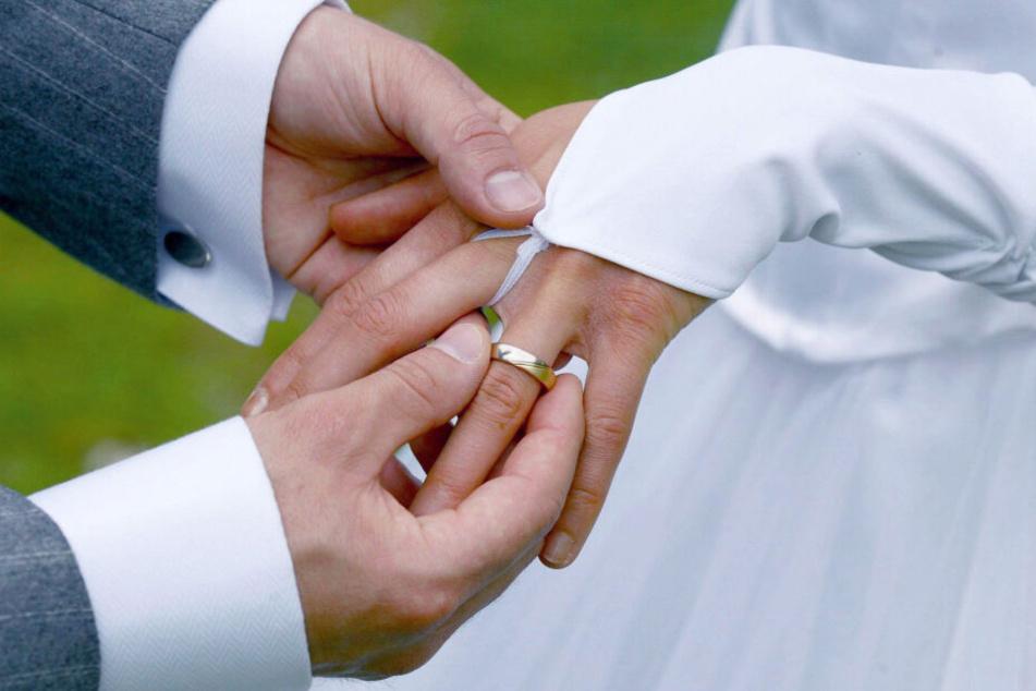 2018 gab es in NRW 96.600 Eheschließungen. (Symbolbild)