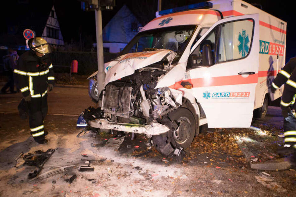 Mann stirbt bei Unfall mit Rettungswagen