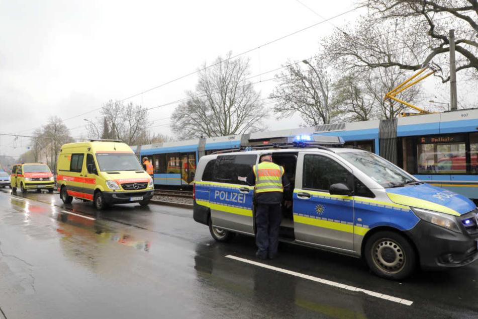 Die Rettungskräfte versuchten den Rentner zu reanimieren, doch die Verletzungen waren zu schwer.