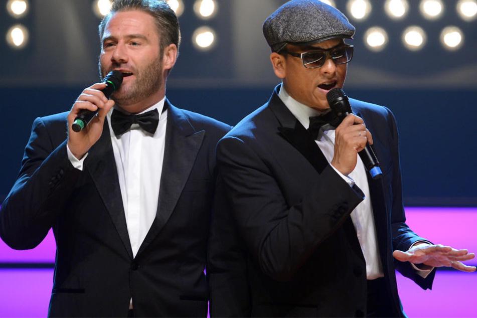 Die Sänger Sascha und Xavier Naidoo sind die heutigen Gastgeber des Abends.