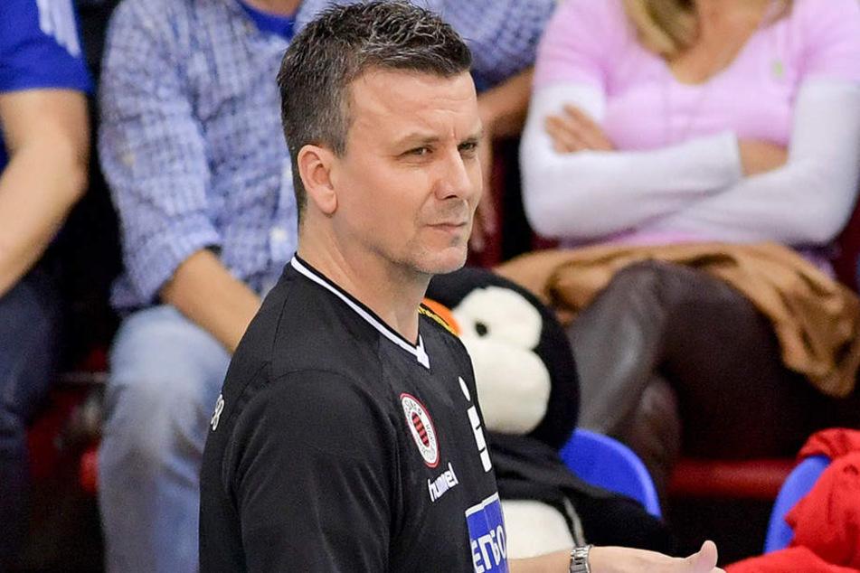 Alex Waibl zeigte sich beim ersten Halbfinal-Duell in Stuttgart ungewohnt ruhig. Der DSC-Chefcoach war gesundheitlich stark angeschlagen.