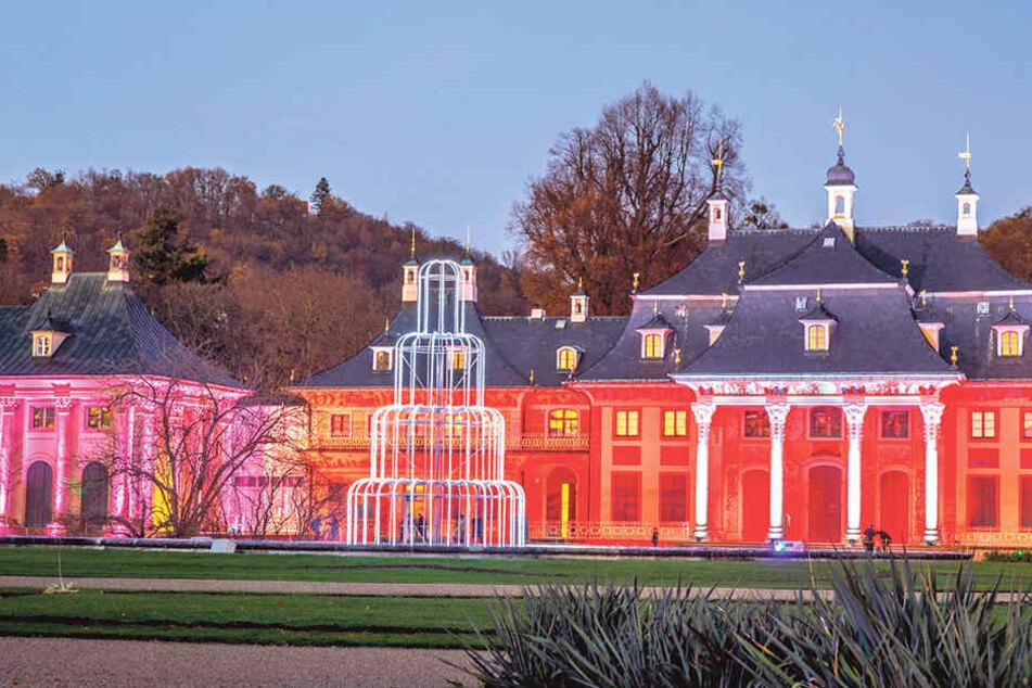 Pillnitz - ein Lichtermeer. Der Schlossparker strahlt ab sofort allabendlich in heimeligen Farben.