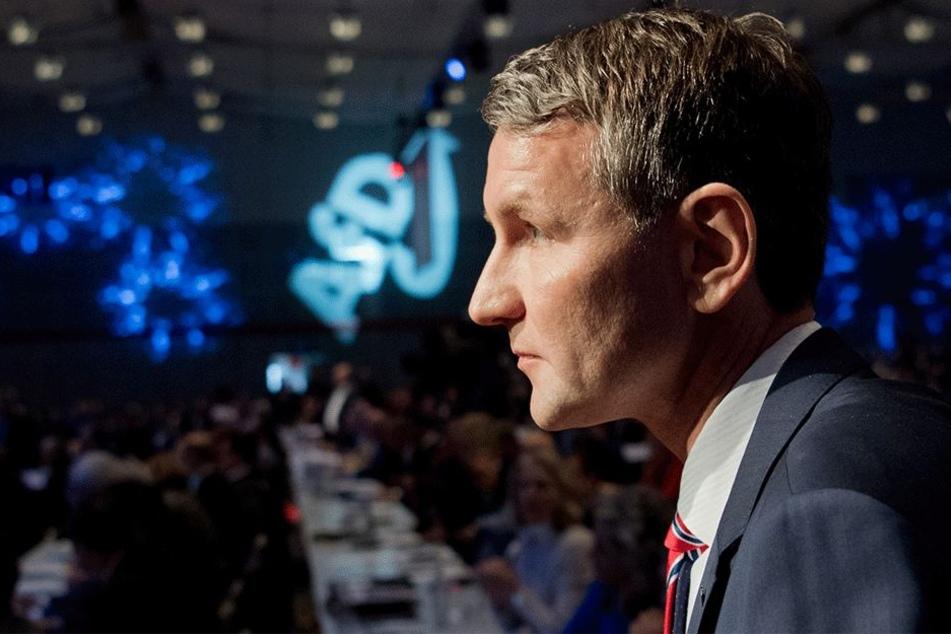 Björn Höcke, AfD-Fraktionsvorsitzender in Thüringen, steht am 02. Dezember beim Bundesparteitag der Alternative für Deutschland im HCC Hannover Congress Centrum in Hannover.