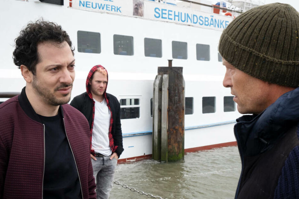 Überraschung für Nick (Til Schweiger, rechts): Yalcin (Fahri Yardim, links) bringt einen Gast (Ben Münchow) mit nach Neuwerk.