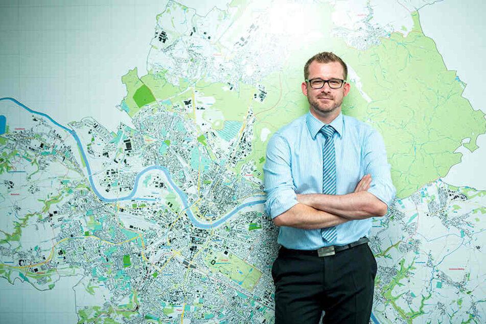 Baubürgermeister Raoul Schmidt-Lamontain (39, Grüne) muss die Suche nach dem  Busbahnhof-Standort koordinieren.