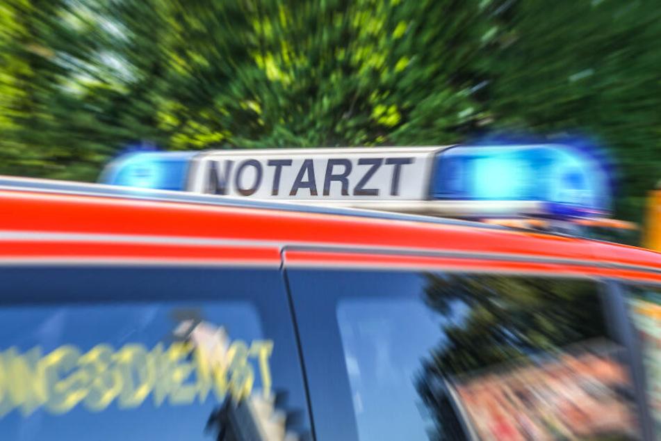 Gegen Windschutzscheibe geschleudert: Radlerin bei Auto-Crash schwer verletzt