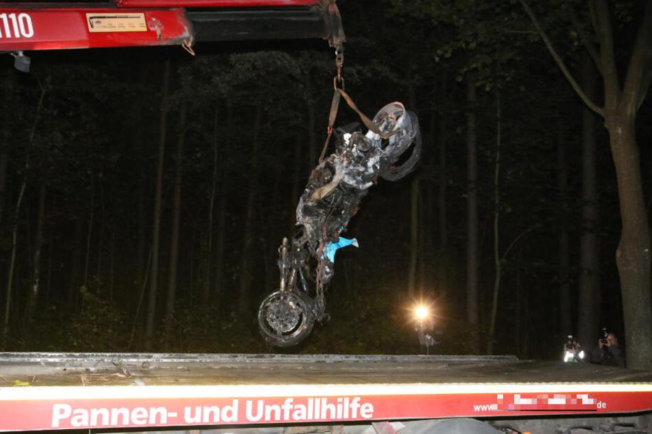 Ein Passant entdeckte das Wrack am Sonntagabend in Grünheide.