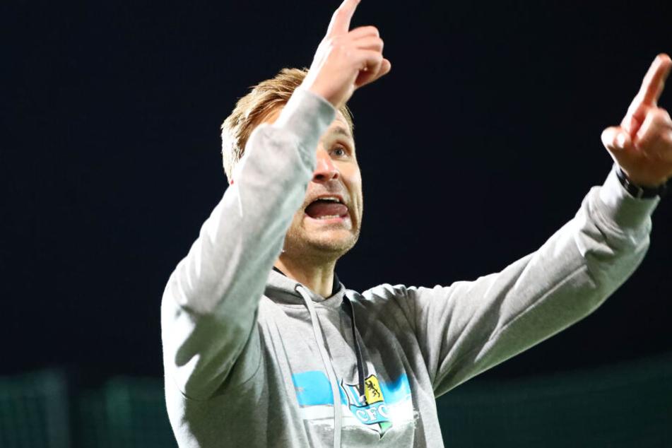 Zunge raus, Zeigefinger hoch: CFC-Trainer David Bergner wirkte während der Partie äußerst angespannt.
