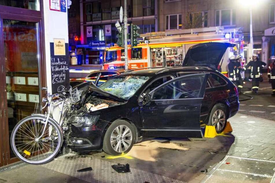 Bei dem Unfall wurden vier Menschen verletzt.