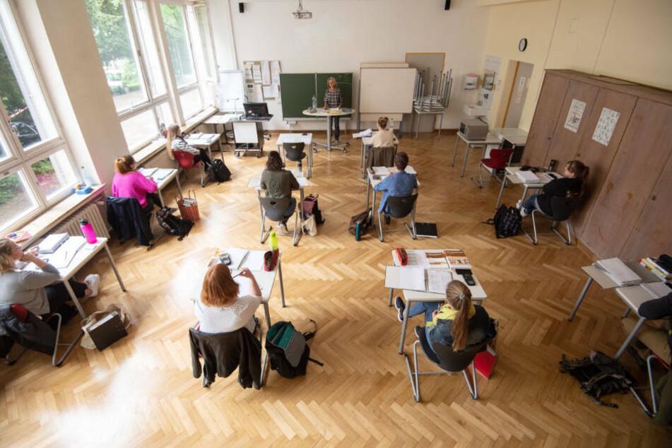 62-jähriger Lehrer muss trotz Corona unterrichten: Arbeitsgericht lehnt Antrag ab