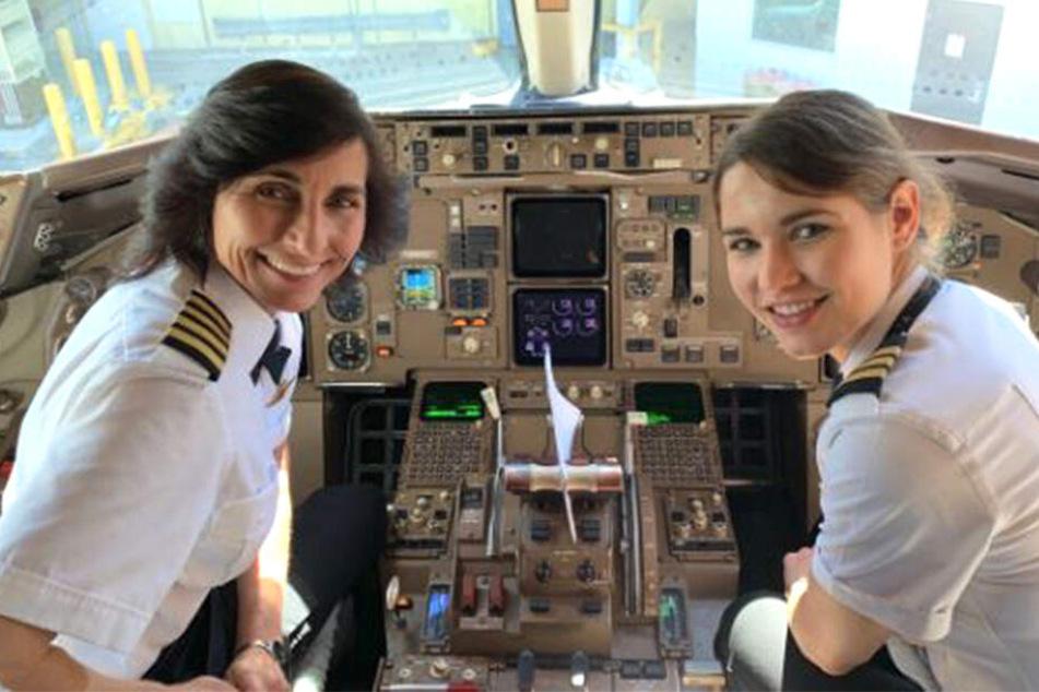 Wendy Rexon (links) und Kelly Rexon steuern gemeinsam eine Delta-Airlines-Maschine.
