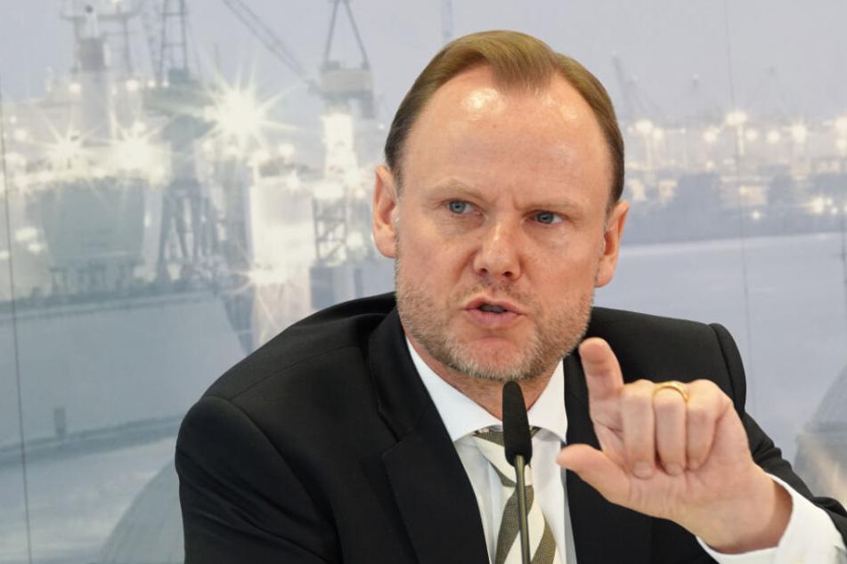 Hamburgs Innensenator Andy Grote findet die Entwicklung am Jungfernstieg problematisch.