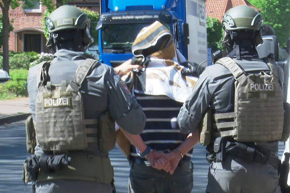Polizisten nahmen den mutmaßlichen Versicherungsbetrüger im Mai in Schwarmstedt fest.