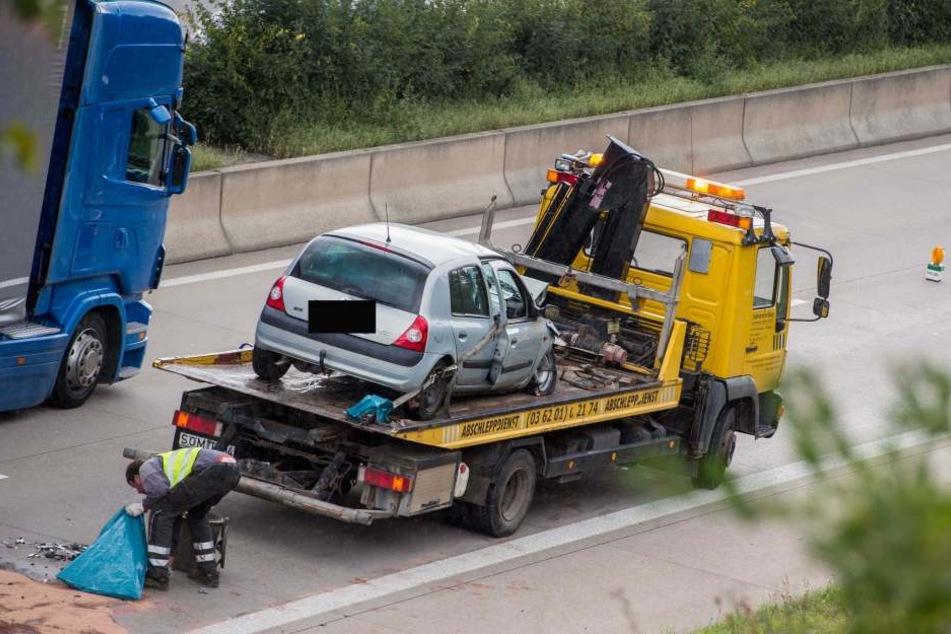 Hier krachte es zwischen Erfurt-Gispersleben und Bindersleben. Ein ein PKW Renault fuhr auf einen LKW auf.