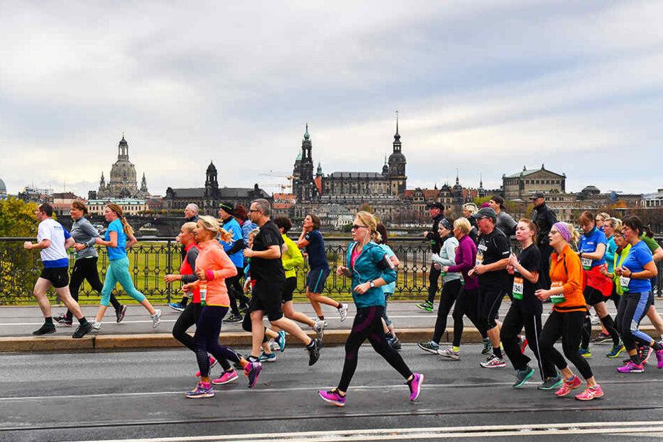 Ja, wo laufen sie denn hin? Beim Dresden-Marathon vor der herrlichen Altstadtkulisse legen jedes Jahr Tausende von Sportlern die City lahm.