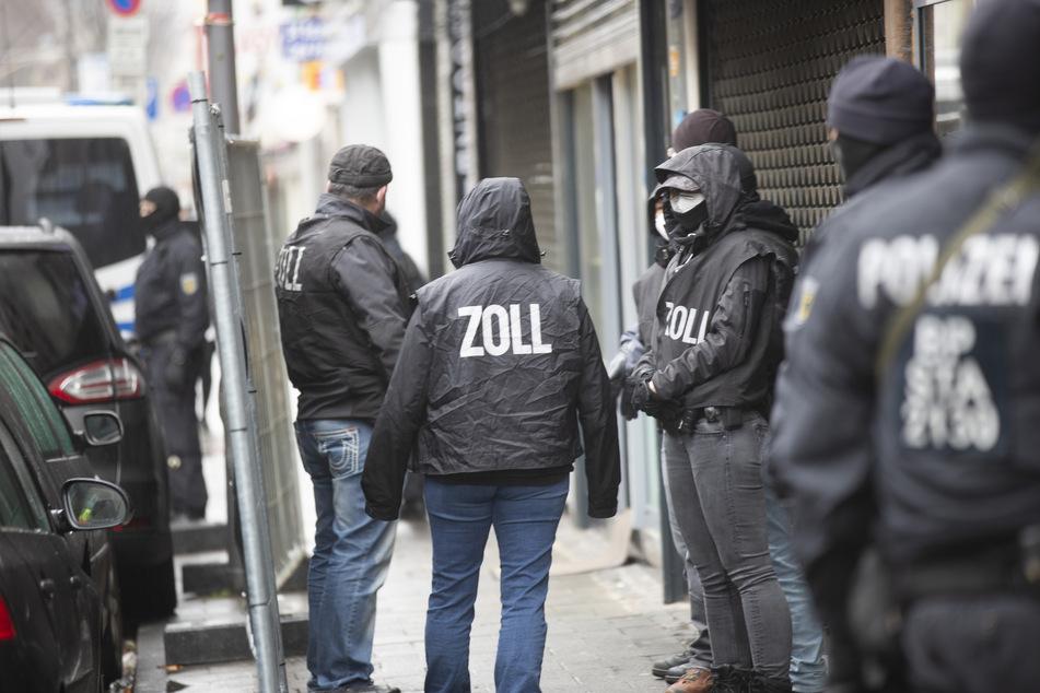 Bundesweite Groß-Razzia gegen Geldwäscher-Bande: Hunderte Beamte im Einsatz!