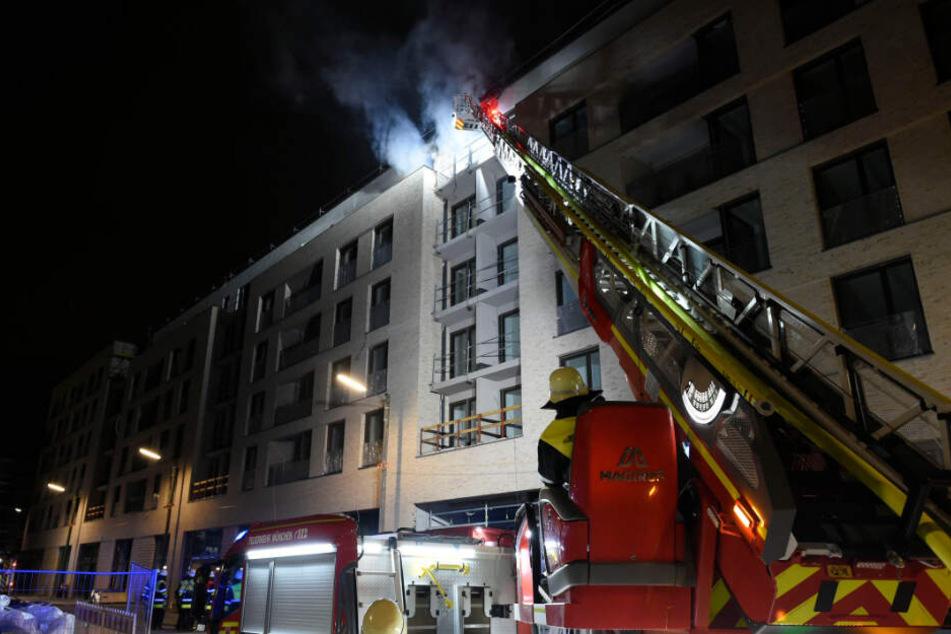 Im fünften Stock des Gebäudes brannten drei Wohnungen.