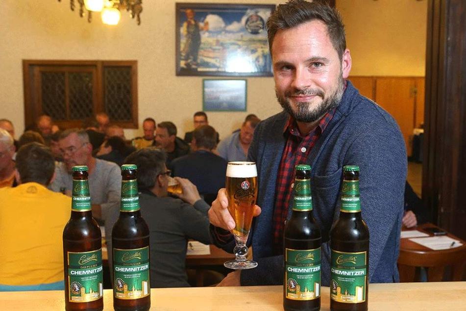 """Einsiedler-Braumeister Sören Pitro (38) will's wissen: Wie soll das neue  """"Pils der Chemnitzer"""" schmecken? Rund  50 Bierliebhaber gaben Antwort."""