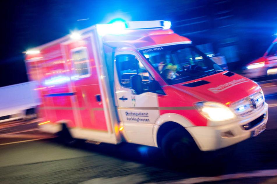 Heftiger Unfall! 77-Jähriger rammt drei Autos und einen Lkw
