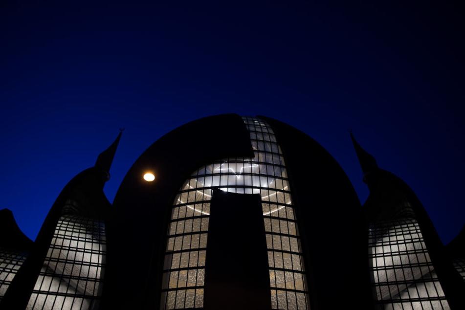 Am Samstag (29. September) soll die Kölner Zentralmoschee feierlich eröffnet werden.